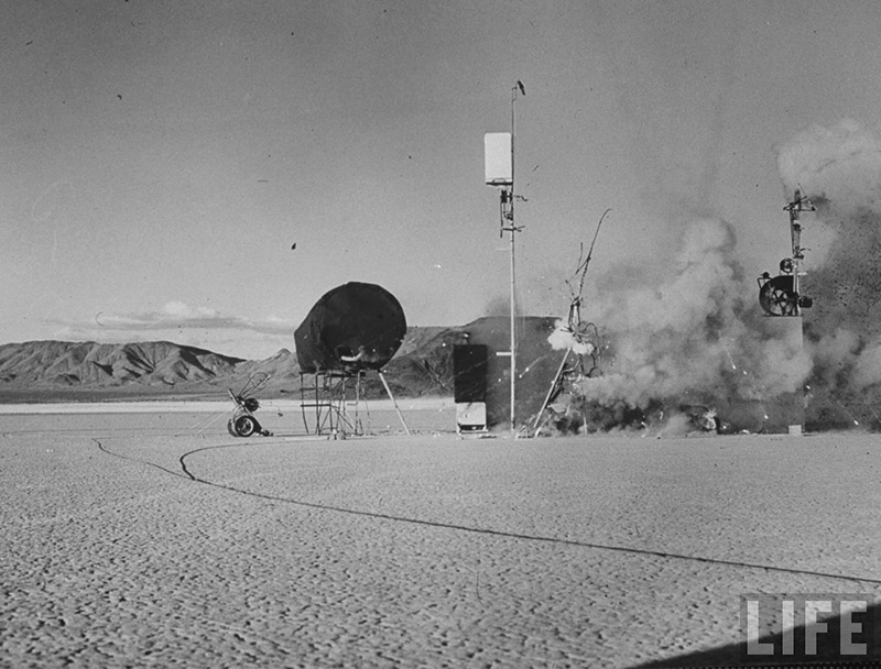 G_Jean-Tinguley,-End-of-the-World-No.-2,-1962-at-Jean-Dry-Lake,-Nevada
